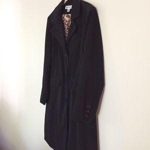 Feminine trench coat w leopard lining M